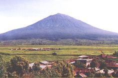 Gunung Kerinci adalah gunung tertinggi di pulau Sumatera, gunung berapi tertinggi di Indonesia. Gunung ini memliki ketinggian 3.805 m di atas permukaan laut.