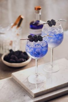 Fancy Drinks, Cocktail Drinks, Yummy Drinks, Cocktail Recipes, Alcoholic Drinks, Beverages, Colorful Drinks, Craft Cocktails, Aesthetic Food