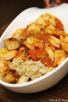 Scharfe Garnelen in frischer Tomatensoße mit Braunem Reis und Jakobsmucheln