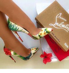 Floral details on stilettos   Inspiring Ladies #ladiesfashionpumps High Heel Pumps, Stilettos, Louboutin High Heels, Pumps Heels, Stiletto Heels, Heeled Sandals, Pretty Shoes, Beautiful Shoes, Cute Shoes