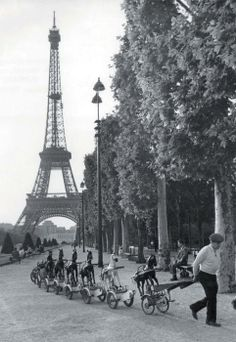 One of my favorites. Love the horses rolling by. Paris in the 40's & 50's by Robert Doisneau.