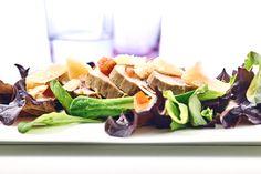 Mediterraner Kräuterbraten mit Babyleaf-Salat