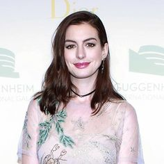 Anne Hathaway Really Just DGAF About Your Red-Carpet Footwear Rules #annehathaway #redcarpetrules #redcarpet #footwear #elleau