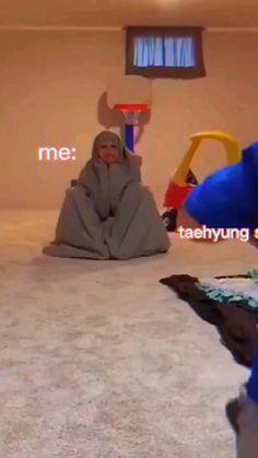 Bts Taehyung, Bts Aegyo, Kim Taehyung Funny, Bts Memes, V Smile, 17 Kpop, V Video, V Bts Wallpaper, Bts Dancing