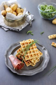 Gaufres de pommes de terre Sandwich Wrap, Air Fryer Sweet Potato Fries, Potato Waffles, Good Food, Yummy Food, Salty Foods, Waffle Recipes, Creative Food, No Cook Meals