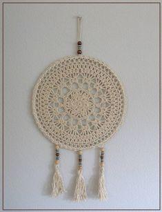 dreamcatcher, with link to pattern Crochet Snowflake Pattern, Crochet Snowflakes, Granny Square Crochet Pattern, Doily Patterns, Crochet Patterns, Crochet Wall Art, Crochet Wall Hangings, Crochet Home, Crochet Mandela