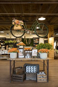 Great Spring retail display from Magnolia Market! Retail display ideas and inspiration, creative retail displays, retail merchandising ideas, product displays. Fall Store Displays, Store Window Displays, Shop Displays, Retail Displays, Antique Store Displays, Boutique Displays, Flea Market Displays, Display Windows, Jewelry Displays