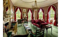 Villa Medici Aschheim englische illusionsmalerei im schwarzen granit treppenhaus mit