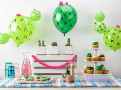 Are you are looking for a fun way to celebrate Cinco de Mayo? Are you throwing a cactus themed party? This super simple DIY cactus party balloons tutorial is perfection! Deco Cactus, Cactus Decor, Cactus Cake, Cute Baby Shower Ideas, Baby Shower Themes, Juegos Baby Shower Niño, Cactus Balloon, Small Balloons, Party Decoration