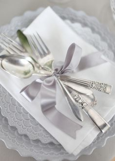Wedding ● Place Setting Ideas ● Silver  # Silver Wedding ... Wedding ideas for brides, grooms, parents & planners ... https://itunes.apple.com/us/app/the-gold-wedding-planner/id498112599?ls=1=8 … plus how to organise an entire wedding ♥ The Gold Wedding Planner iPhone App ♥