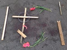 And these crosses from wood and barbed wire over bloodstains: pic.twitter.com/UKV3jpdkQW