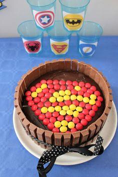 Kit Kat® Cake SuperMan pour les 4 ans de mon Super Héros!