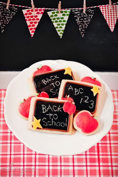 This is such a great idea to use as a first day of class snack for kids or something.