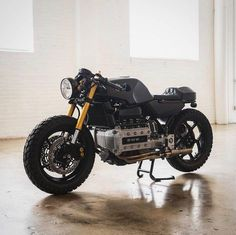 Solid BMW build from x Bmw Cafe Racer, Cafe Racer Motorcycle, Motorcycle Design, Bmw Motorbikes, Bmw Motorcycles, Custom Motorcycles, Custom Bikes, Bike Bmw, Cafe Bike