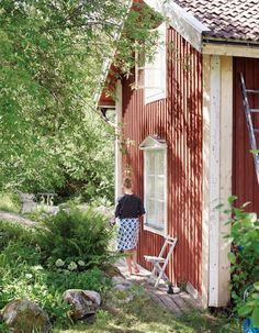 See how you can enjoy one little shady hideaway! In our yard, I counted 32 different variety of wild ferns! Swedish Cottage, Red Cottage, Swedish House, Garden Cottage, Home And Garden, Red Houses, Little Houses, Deco Champetre, Cabins And Cottages