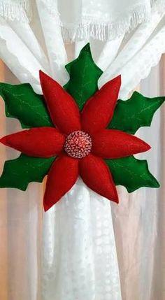 463 Best Navidad images in 2020 Felt Christmas Decorations, Felt Christmas Ornaments, Christmas Pillow, Christmas Wreaths, Christmas Poinsettia, Christmas Projects, Holiday Crafts, Christmas Holidays, Christmas 2017