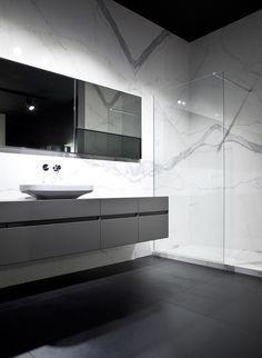 Calacatta | Porcelain Tile | Marble Look | Slab | Floor and Wall | Bathroom
