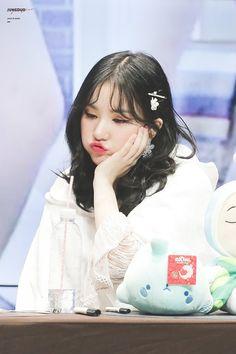 Eunha Kpop Aesthetic, Aesthetic Photo, Kpop Girl Groups, Korean Girl Groups, Kpop Entertainment, Jung Eun Bi, Cloud Dancer, Sad Faces, G Friend