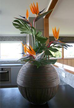 Modern DIY party decor with Bird of Paradise http://blog.floraldesignmagazine.com/diy-party-decor #diyflowerarrangement #celebrations