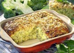 Ingredience: brokolice 500 gramů, smetana zakysaná 200 gramů, sýr tvrdý 100 gramů (nastrouhaný), vejce 4 kusy, mouka pšeničná hrubá 150 gramů, kypřící prášek do pečiva 1/2 lžičky, bujon zeleninový 1 lžička (sypký), koření provensálské 1 lžička, sýr Parmezán 2 lžíce (nastrouhaný ), pepř mletý, sůl, tuk (na vymazání).
