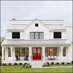 25 Trendy Farmhouse Exterior Home Design Ideas Modern farmhouse design integrates the traditional with the brand-new for a relaxed, ventilated, welcoming feel. Here are twenty farmhouse outside images Modern Farmhouse Design, Modern Farmhouse Exterior, Farmhouse Homes, Farmhouse Decor, Farmhouse House Plans, Southern Farmhouse, Farmhouse Windows, Cottage Farmhouse, Farmhouse Ideas