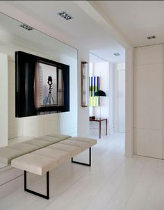This magnificent flat in the heart of Madrid uses color details beautifully to create a design. Entrance Foyer, Entry Hallway, House Entrance, Entryway Decor, Design Entrée, Interior Design, Design Ideas, Black And White Interior, Apartment Interior