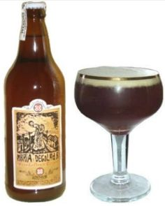 Cerveja Anner Bier Maria Degolada, estilo Belgian Tripel, produzida por Anner Bier, Brasil. 10.5% ABV de álcool.