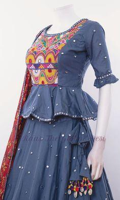 Choli Blouse Design, Saree Blouse Neck Designs, Kurta Neck Design, Choli Designs, Dress Neck Designs, Lehenga Designs, Indian Gowns Dresses, Indian Fashion Dresses, Indian Designer Outfits