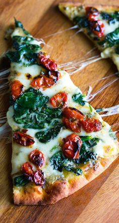 We're LOVING this Garlic Roasted Tomato Flatbread Pizza! These flavorful flatbreads combine garlic roasted cherry tomatoes with fresh spinach and melty mozzarella for a personal pizza that's finger licking good! It makes a great weeknight dinner or speedy lunch.