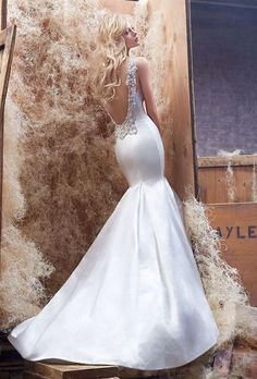 Gorgeous classic mermaid wedding dress by Hayley Paige - totally elegant. See more: http://www.weddingforward.com/24-most-gorgeous-wedding-dresses/ #weddingdresses #weddingdress