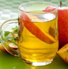 Apple Cider Vinegar Remedies 14 Uses of Apple Cider Vinegar (and Mistakes to Avoid) - Get the scoop on the 12 apple cider vinegar benefits and uses. Find out ways it can boost your health and common mistakes you can avoid when using it. Apple Cider Vinegar Remedies, Apple Cider Vinegar Benefits, Diabetic Snacks, Diabetic Recipes, Cider Vinegar Weightloss, Apple Health Benefits, Diabetes Remedies, Chutney, Smoothie