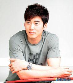 Name: Yoon Kye-Sang Hangul: 윤계상 Birthdate: December 20, 1979