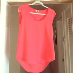 Beautiful peach/ pink top Polyester material. Super comfy, a little stretchy material too 14th & Union Tops