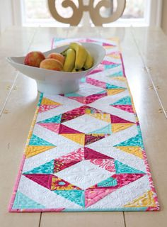 Designer Pam Biswas loves having a table runner for every season. This one is perfect to celebrate spring. Spring Table features half-square triangles arranged in a square-in-a-square fashion. A Lovely Table Runner for Any Time of the Year - Quilting Dige Table Runner And Placemats, Table Runner Pattern, Quilted Table Runners, Project Table, Project Ideas, Craft Ideas, Pineapple Quilt, Half Square Triangles, Tablerunners