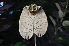 Pflanzen- & Gartenstecker - Gartenstecker Eule - ein Designerstück von Atelier-Keramixx bei DaWanda