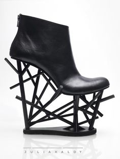 Conceptual footwear design with geometric heels - an exploration of intersecting lines & negative space - architectural fashion; 3D shoes; wearable art // Julia Kaldy