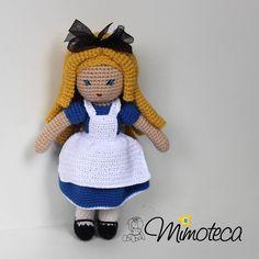 """""""A única forma de chegar ao impossível é acreditar que é possível!"""" Alice no país das maravilhas"""" #alicenopaisdasmaravilhas  #mimoteca #emoçãoemarte #feitocomamor =============================== #amigurumi #designercrochet #boneca #festainfantil #decor #bonecadecrochet #mimos #presentes #props #feitoamao #personalizados #partykids #casamento #maternidade #crochet #handmade #instapartybloggers Contato e orçamento:  Site: www.mimoteca.com.br e-mail: mariana@mimoteca.com.br Face…"""