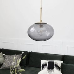The stuning OPAL pendant lamp from House Doctor combine in perfection the brass with the glass. The smoky grey coloured glass will create a cosy atmosphere in your home. House Doctor, Style Retro, Style Vintage, Studio Lamp, Amazing Decor, Curved Glass, Luminaire Design, Grey Glass, Deco Design