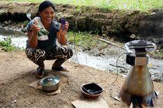 Más de 4 millones de personas mueren al año producto de algo tan básico como cocinar o calentar su hogar. Los hornillos rudimentarios, utilizados en