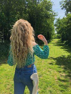 #vegan #veganlifestyle #veganfashion #blondehair #curlyhair #blondecurlyhair #summer #summerfashion #fashion #veganfashion #summerstyle #hippie #hippiestyle #hippiechic #hippielifestyle #hippieoutfits #boho #bohostyle #bohochic #happy 🌻🌿