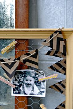 Frame with chicken wire to display pictures and cards... I like it!