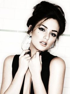 Would love to have my make up like Leighton Meester here