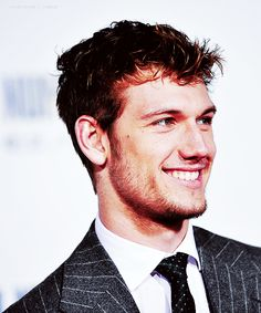 Alex Pettyfer can i PLEASE have your number.