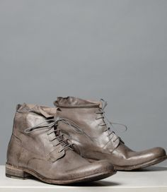 Look no further! You have found excellence in ENZO. A chukka style boot, made with handsome Italian leather. The contrast stitching and raw collar, show off the unique characteristics in the craftsmanship of this outstanding piece. The search is over, own a piece of excellence today.