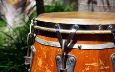 Un repaso a los instrumentos musicales creados en Cuba... http://www.mundopercusion.com/percusion-latina/mundo-latino/141-instrumentos-musicales-creados-en-cuba.html