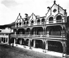 The British Hotel, Simon's Town The Victorian style hotel was built in 1897 and has been converted into self-catering apartments . Old Photos, Vintage Photos, My Land, African History, Cape Town, South Africa, Landscape Photography, Old Things, City