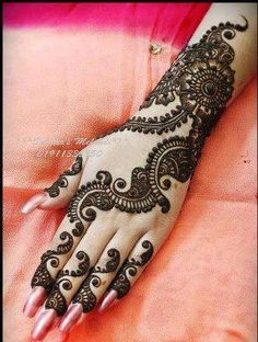 Mehndi is used to decorate the hands and feet of women in some parts of Pakistan. You can see mehndi designs 2013 for girls in Pakistan. Mehandi Designs, Henna Designs Easy, Latest Mehndi Designs, Mehndi Designs For Hands, Henna Tattoo Designs, Easy Henna, Tattoo Ideas, Mehndi Tattoo, Henna Tatoos