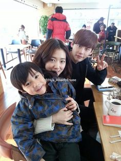 Park shin hye and Lee Jong Suk with a child actor on Pinocchio filming site.