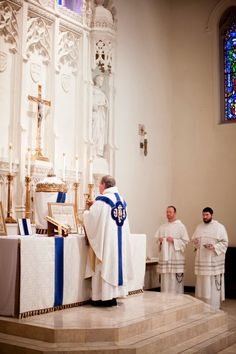 Sacred liturgy and liturgical arts. Liturgical history and theology. The movements for the Usus Antiquior and Reform of the Reform. Catholic Mass, Catholic Bible, Dominican Order, Catholic Pictures, Les Fables, Gift Of Faith, Mary I, Bible Art, Religious Art