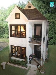 HBS Creatin' Contest First Time Entry Winner: The Byrd House by Kathryn Barnhart Fairy Houses, Play Houses, Casas The Sims 4, Doll House Plans, Diy Casa, Barbie Doll House, Modern Dollhouse, Victorian Dollhouse, Cute House
